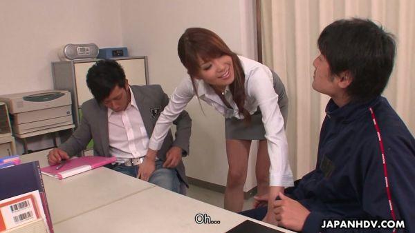 Zesty maestro Yuuno Hoshi seduce a sus colegas en la universidad