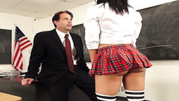 Zorra Latina de la universidad de puta Luna Star seduce maestro en hoverboard